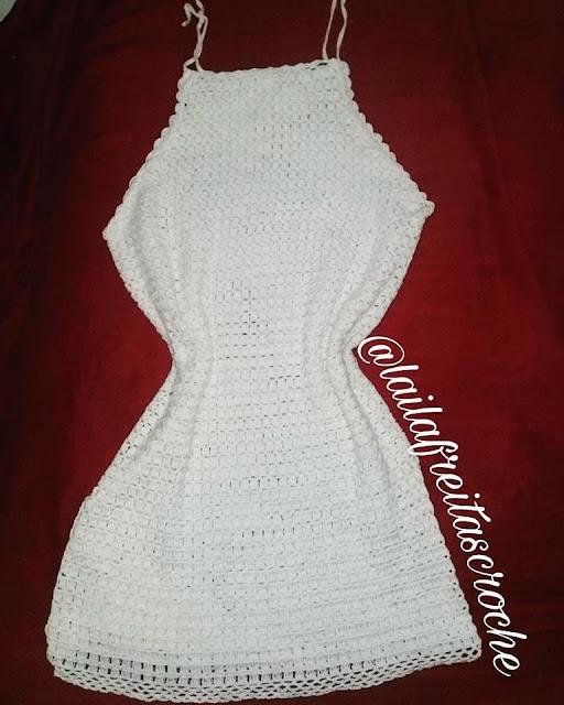 vestido de crochê bege