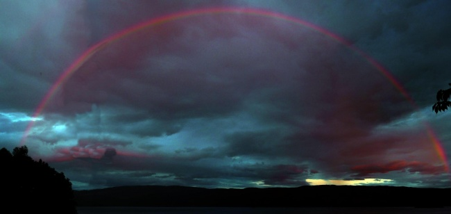 22 Breathtaking Images Of Things You've Never Seen Before - Blood-red rainbow
