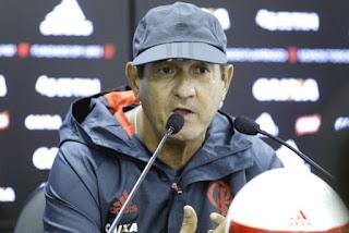 Técnico do Flamengo é internado com quadro de arritmia cardíaca.
