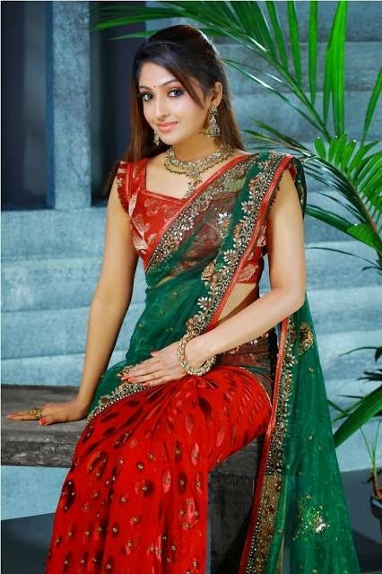 Malayalam actress Mithra Kurian hot navel in saree