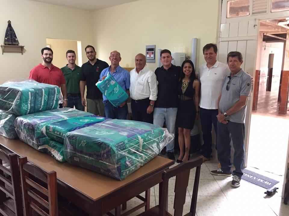 Departamento de Turismo doa 540 fraldas ao Lar da Terceira Idade