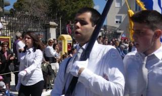Συγκίνησε ο τυφλός σημαιοφόρος στην Κρήτη - ΕΙΚΟΝΕΣ