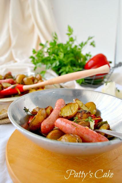 patatas-al-horno-con-verduras-y-salchichas