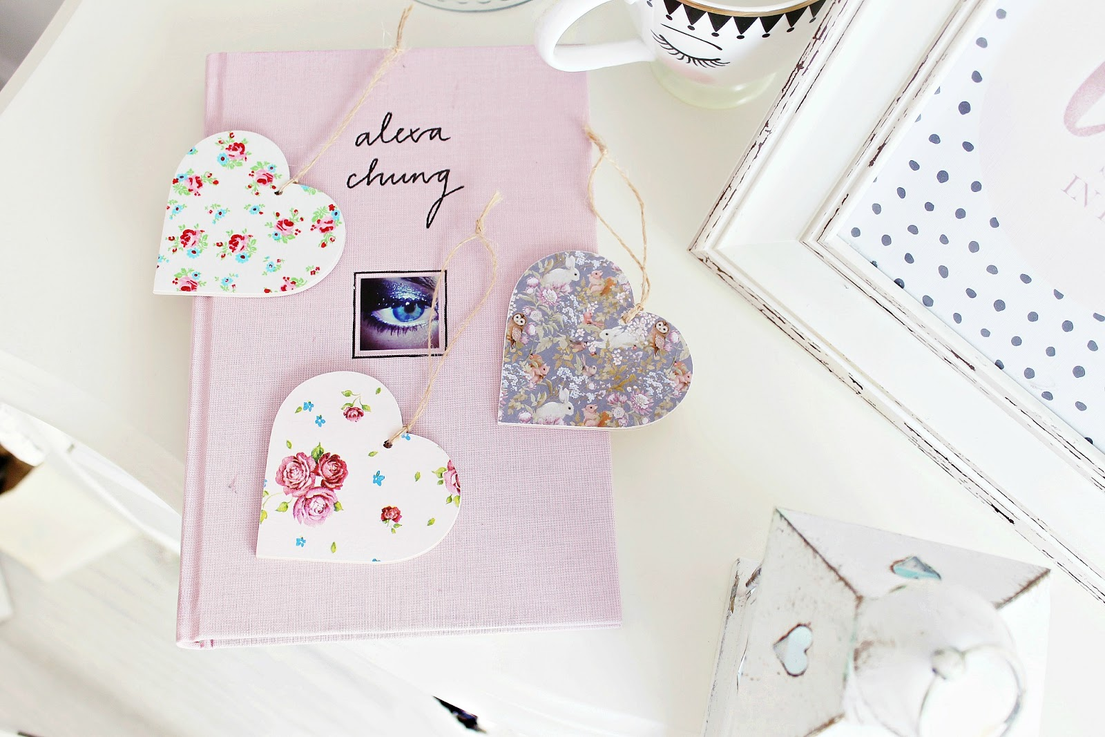 Spring girly desk or bedside table ideas for a girly shabby chic bedroom, how to makeover your room for spring