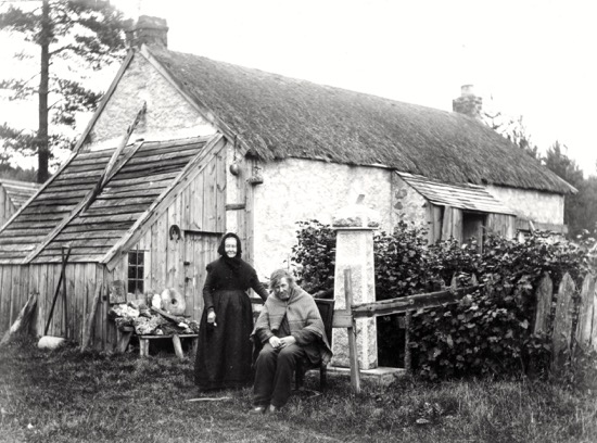 Photograph of a family in Welham Green in Victorian times. Image from A Nott / G Knott, from the Images of North Mymms collection