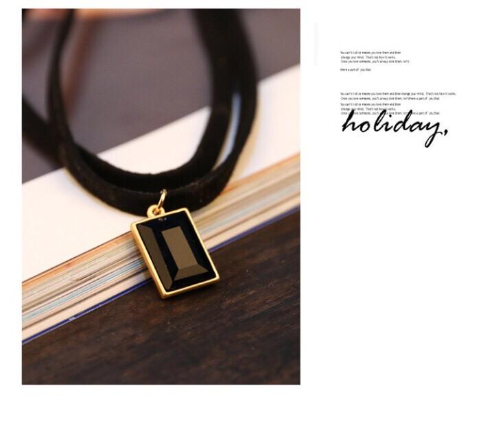 16k - Vòng đeo cổ nữ có mặt viên đá đen giá sỉ và lẻ rẻ nhất