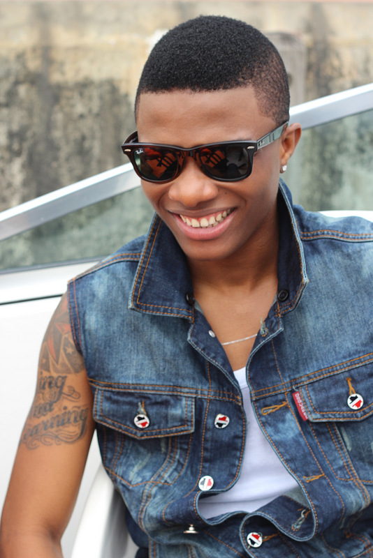 wizkid signs artists to starboy