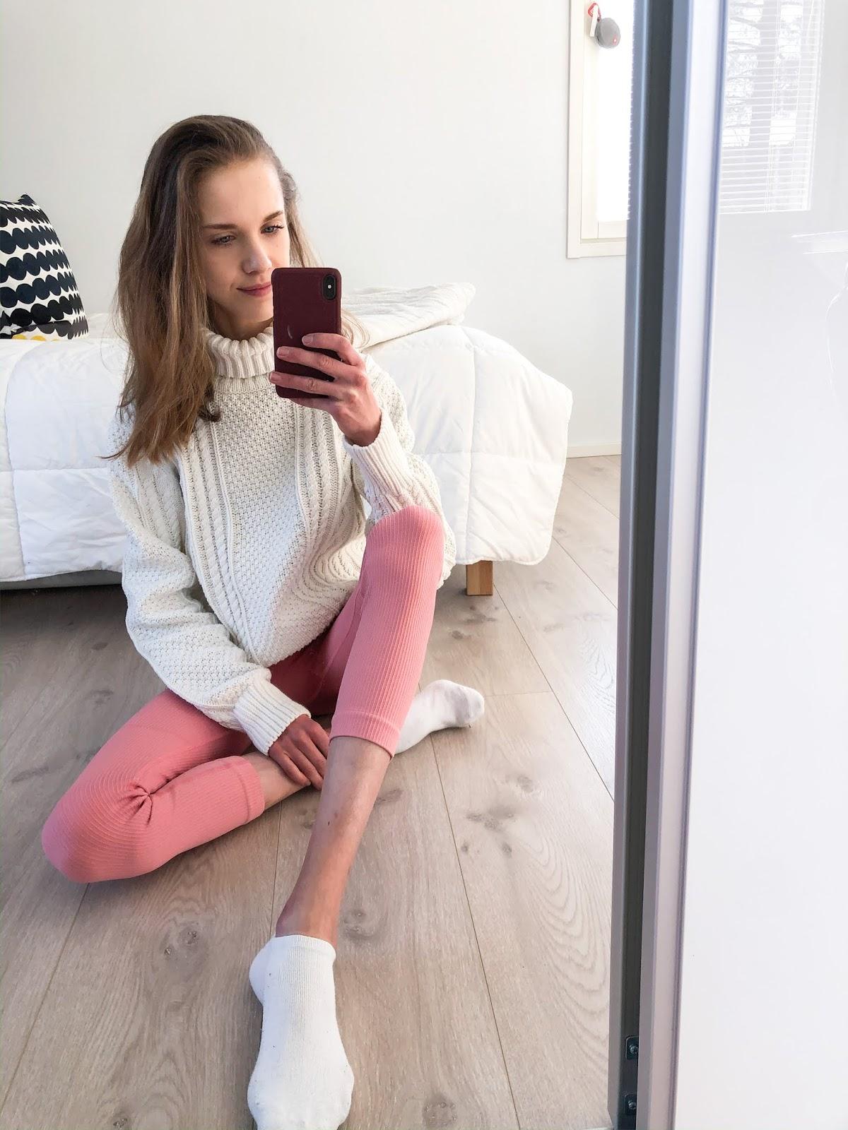 White cable knit + pink gym leggings - Valkoinen palmikkoneule + vaaleanpunaiset leggingsit