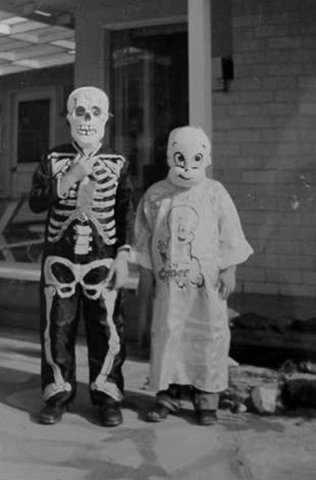What Should We Wear for Halloween – 23 Haunting Old Snapshots of ...