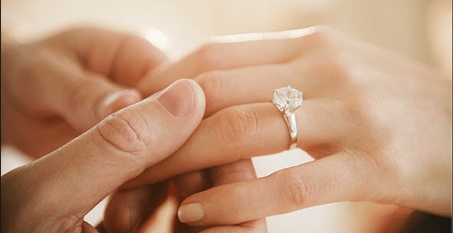 un anillo de compromiso para mi madre