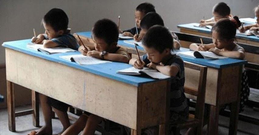 Férrea educación escolar hace que los niños se queden ciegos