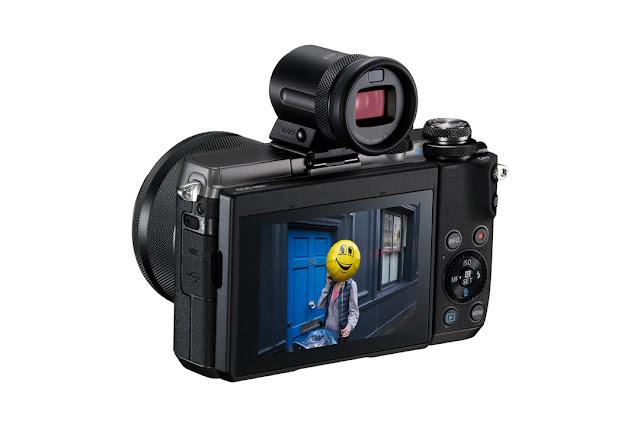 La Canon EOS 6M con il mirino elettronico EVF-DC2