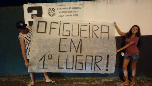 Agressões e censura: O momento conturbado do Figueirense