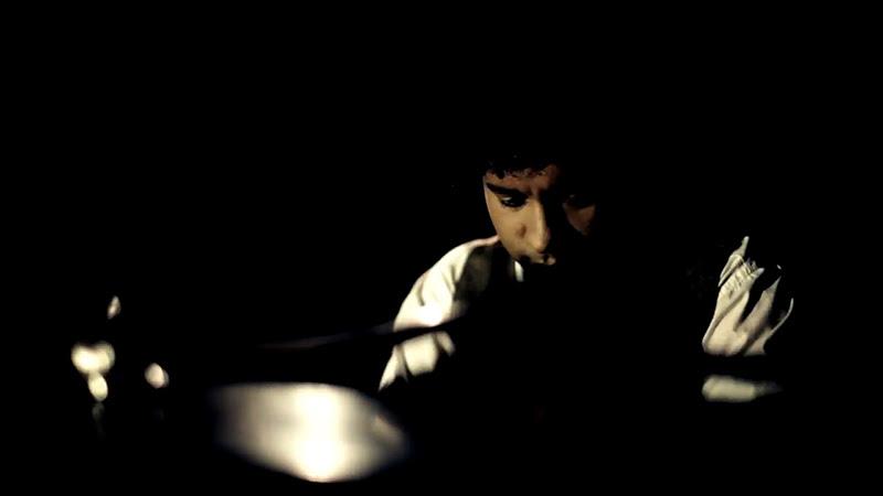 Aldo López-Gavilán - ¨El vuelo del moscardón¨ - Videoclip - Dirección: Raupa - Mola - Nelson Ponce. Portal Del Vídeo Clip Cubano - 06