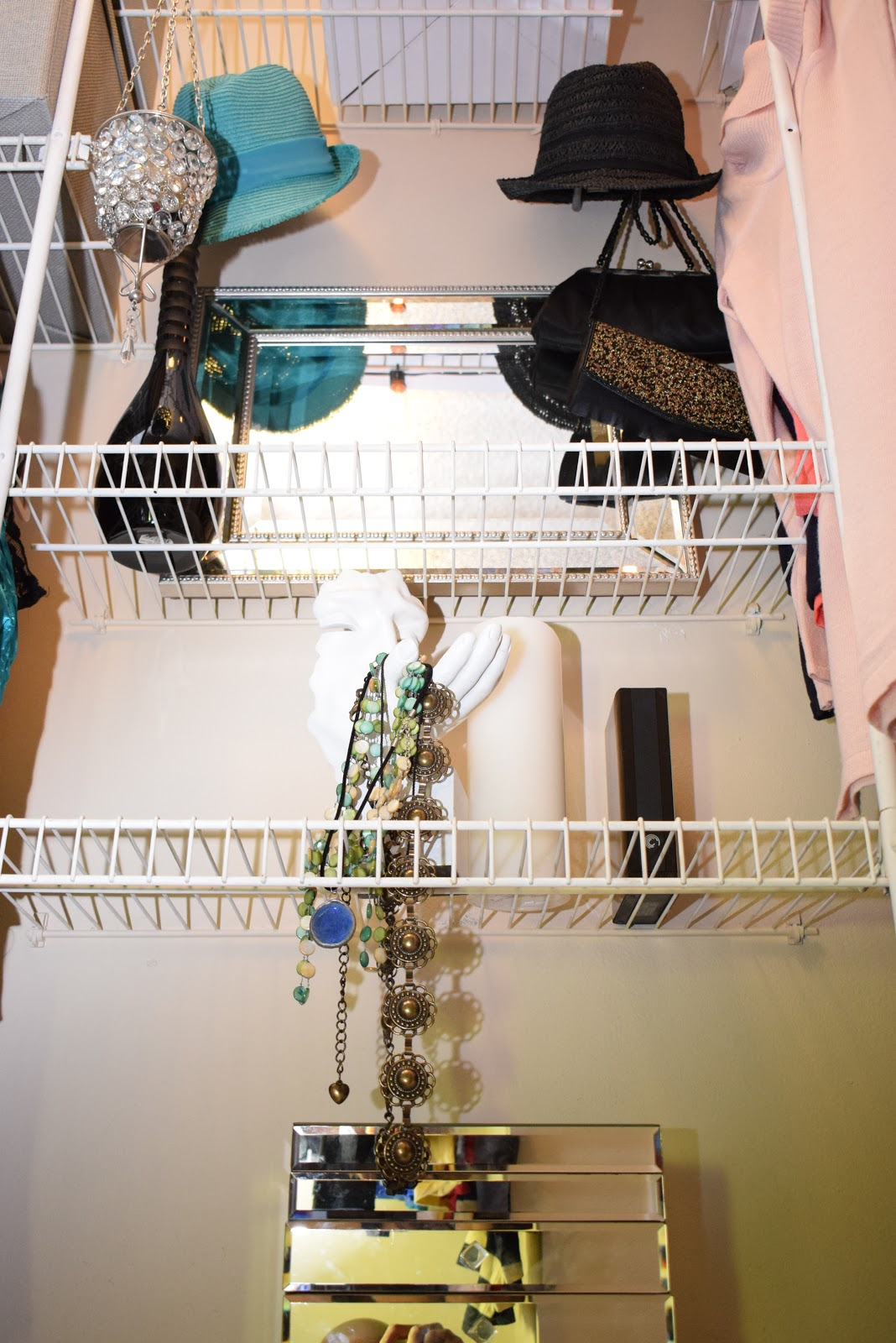 Organizing Small Closet Spaces, mirrored Jewels boxes, accessories