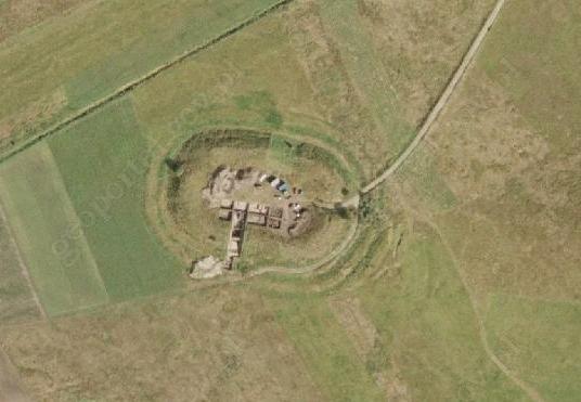 Wczesnośredniowieczne grodzisko w Tumie pod Łęczycą podczas wykopalisk