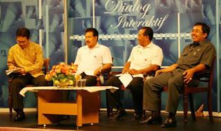 Contoh Dialog Interaktif Singkat di TV dan Cara Mengomentari Pendapat Narasumber dalam Dialog Interaktif