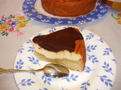 Porción de Boston pie cheesecake