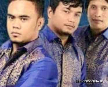 Lirik Dang Penghianat Au dari De'fama Trio