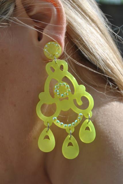 orecchini modello chandelier giallo limone orecchini estivi orecchini gialli come abbinare gli orecchini gialli abbinamenti orecchini gialli come abbinare gli orecchini gialli yellow earrings