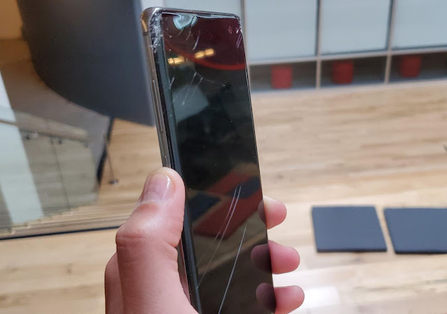 repair the screen of the galaxy s10 phone if the most expensive broken in history and approaching the cost of $ 300