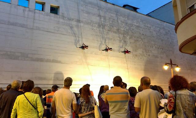 Espectáculo de danza vertical de DelRevés en el teatro en las fiestas de Barakaldo en 2017