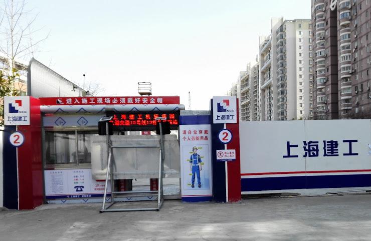 2019年開通予定の15号線の姚虹路駅工事現場