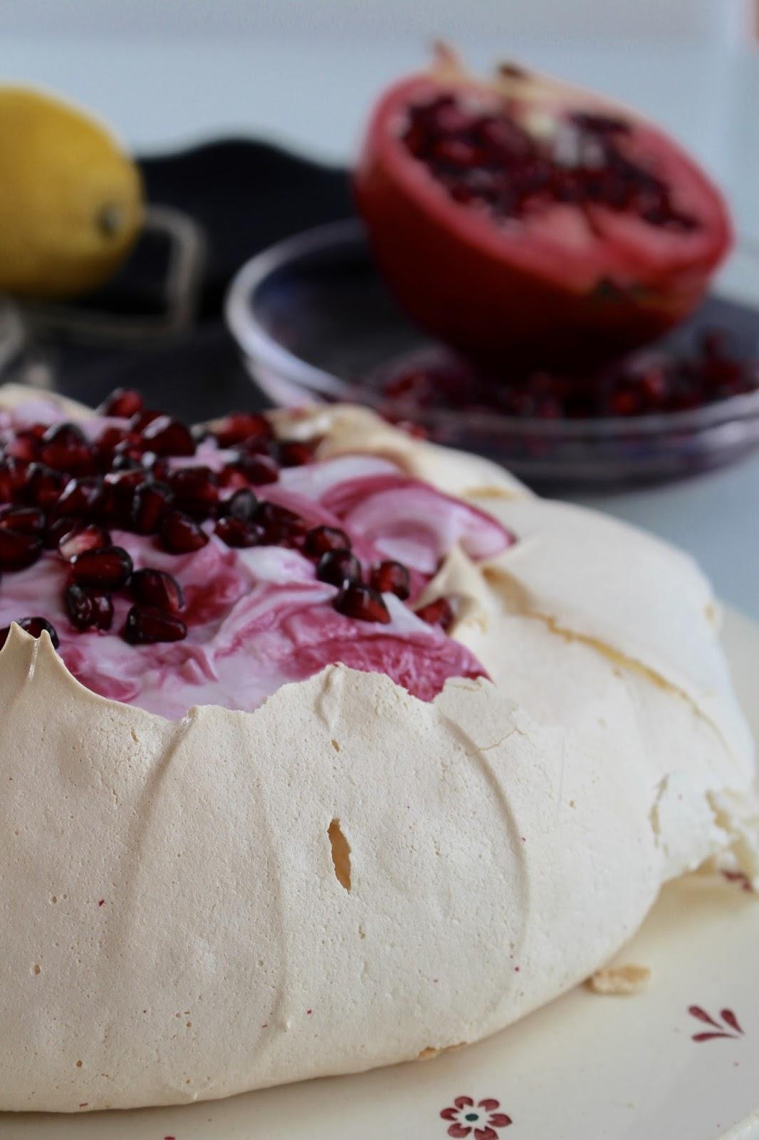 Pavlova mit Granatapfelquark