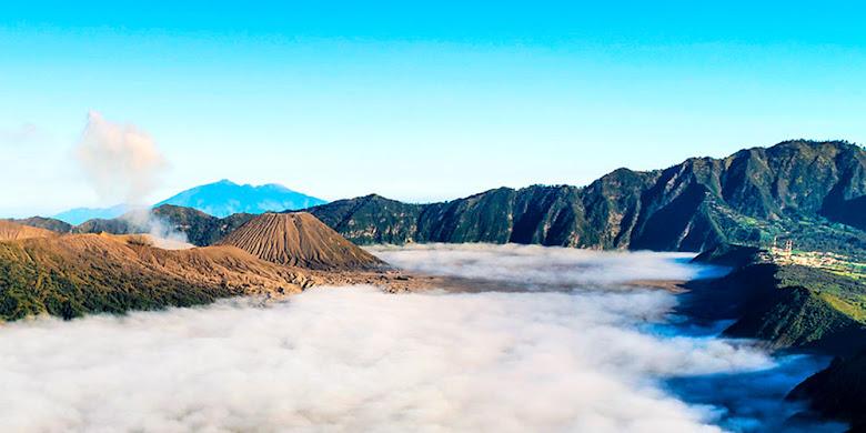 morning view gunung Bromo dari puncak B29 Lumajang