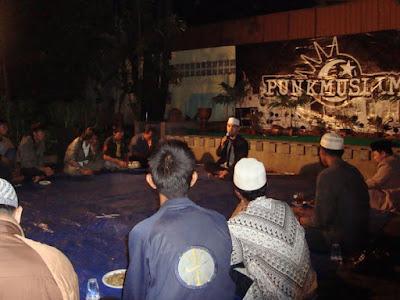 Komunitas Punk Muslim, Belajar Islam Bagi Anak Punk