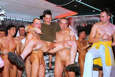 exhib nantes mecs homos