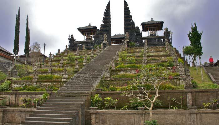 Objek Wisata Pura Besakih Yang Terkenal di Bali