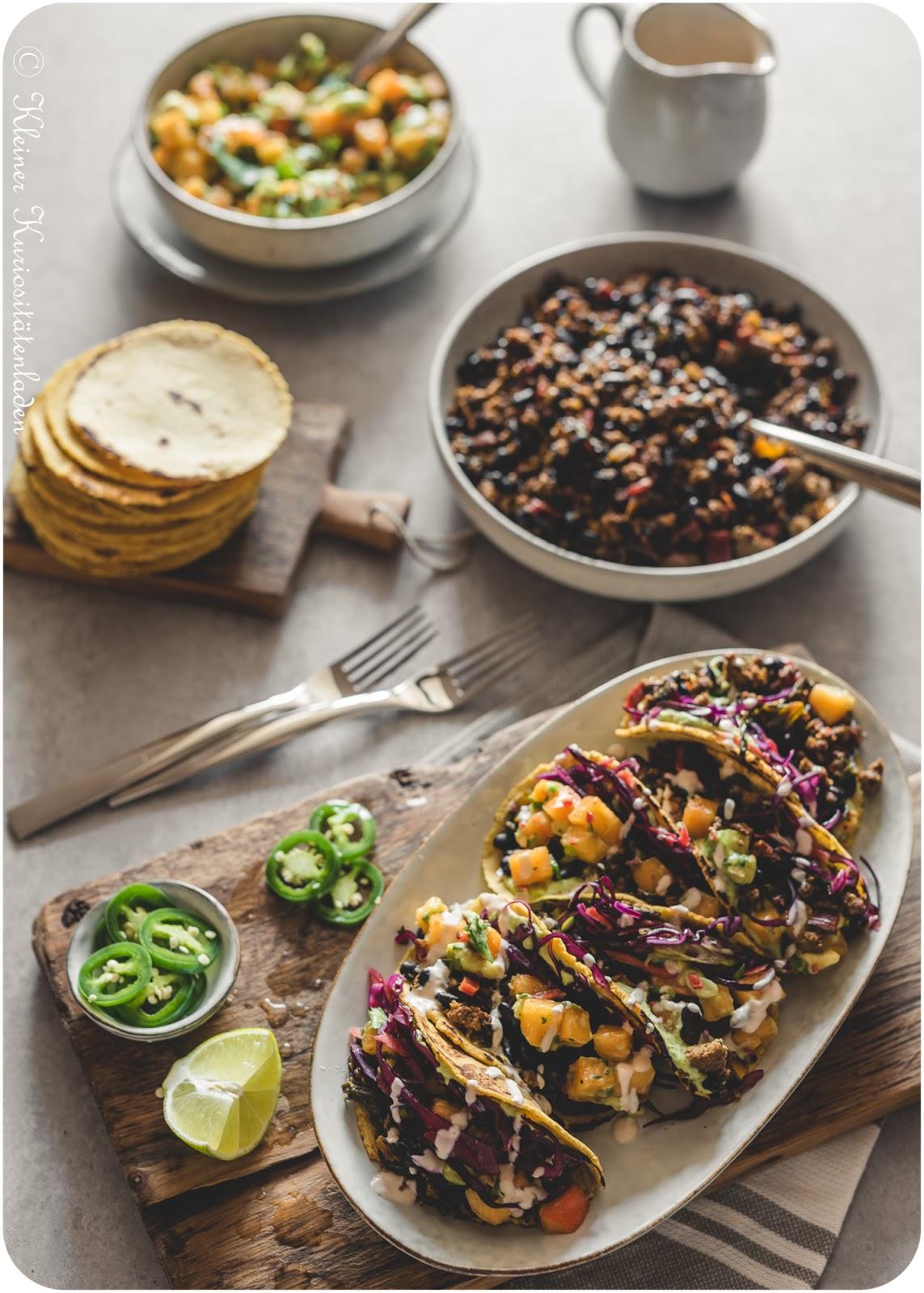Black-Bean-Tacos mit Rotkohl-Slaw und Winter-Salsa