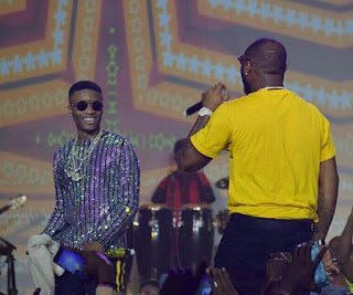 Entertainment: Wizkid, Davido settle rift on stage [VIDEO]