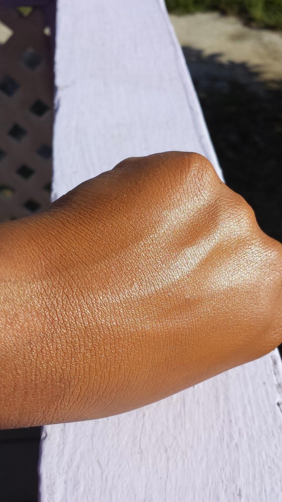 Estee Lauder Double Wear Light swatch - www.modenmakeup.com
