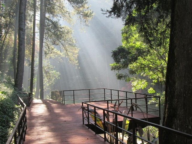 Objek Wisata Maribaya (easytourbandung.com)