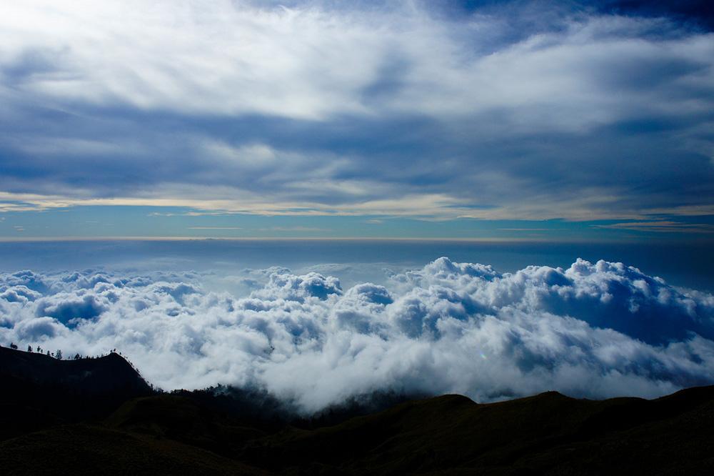 Afternoon Plawangan Senaru an altitude 2641 meters - Mount Rinjani