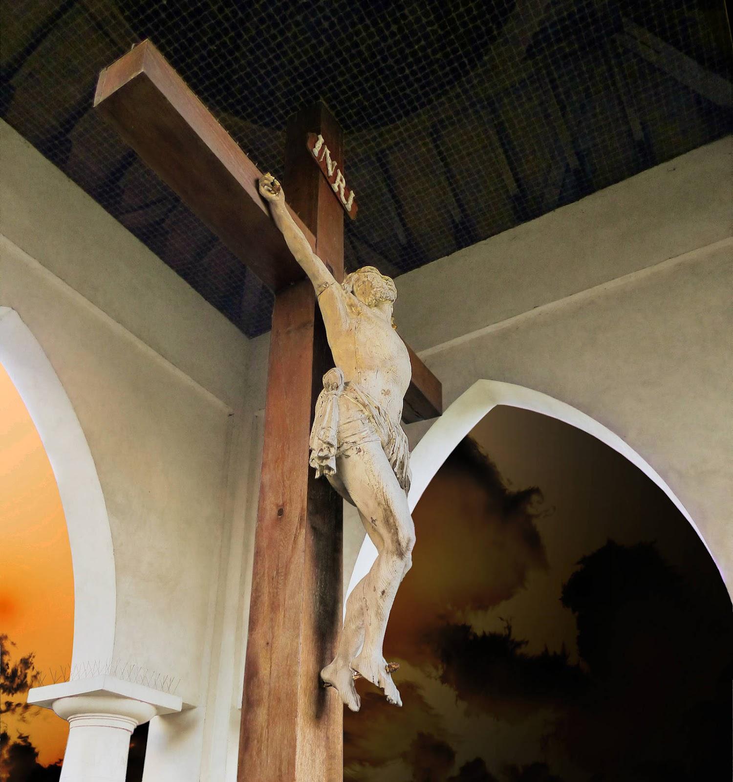 Jésus sur la croix dans le calvaire