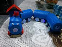 tren juguete reciclado