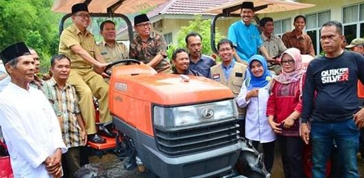 15 Gapoktan Kota Padang Terima Bantuan Alsintan