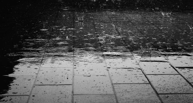 foto hujan turun dengan indah
