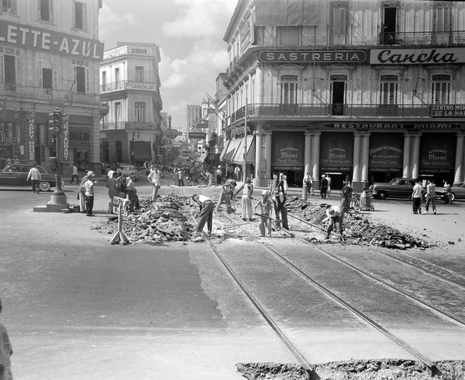 Cuban cigars culture lifestyle havana a long time ago for Calle neptuno e prado y zulueta habana vieja habana cuba