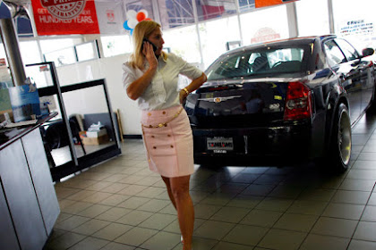 U.S. vehicle deals seen falling 1% in December, state J.D. Power, LMC