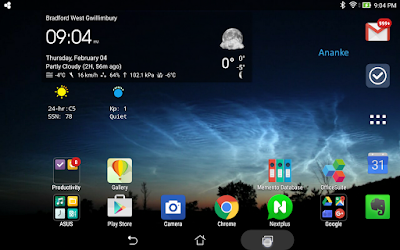 screen snapshot showing my noctilucent cloud photo as wallpaper