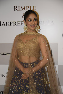 Yami Gautam Transparent Chunni Sexy Brown Choli Rimple and Harpreet Narula at FDCI India Couture Week 2016