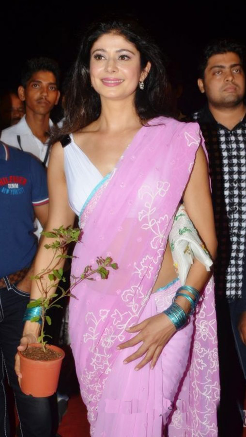 Pooja Batra in Pink Designer Saree at Asif Bhamla Foundation Event
