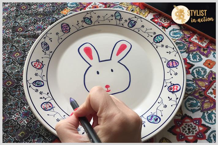 Ir haciendo los detalles de la guarda del plato con diferentes colores