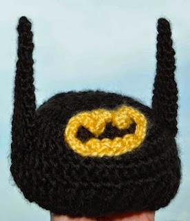 http://translate.google.es/translate?hl=es&sl=en&tl=es&u=http%3A%2F%2Fdiygeekery.wordpress.com%2F2013%2F07%2F28%2Fworlds-tiniest-batman-costume-crochet-baby-beanie%2F