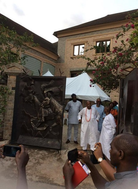 Wow! Benin Stands Still as Ooni of Ife, Oba Ogunwusi Weds His Beautiful Wife in Edo (Photos)