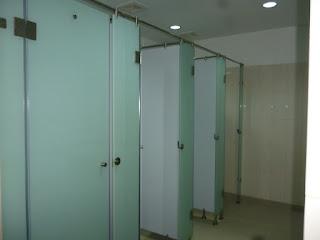 ukuran cubicle toilet